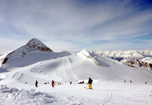 Telemark ski instruction on the Hintertux glacier pistes in November